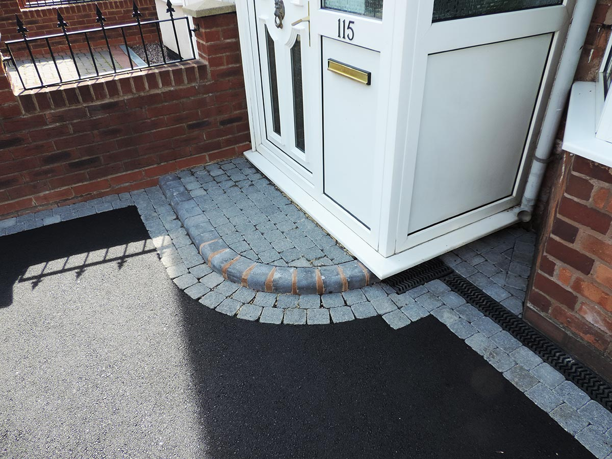 Birmingham based Oakley Drives install door steps entrance patterns and r&s. We cover Solihull Dorridge Knowle Hollywood Shirley Stechford Wythall ... & Brick Door Steps | Decorative Doorway Entrance Patterns pezcame.com