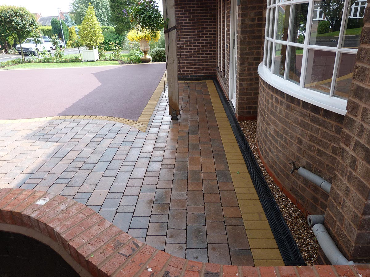 Aco driveway drainage birmingham patio drainage for Patio drainage