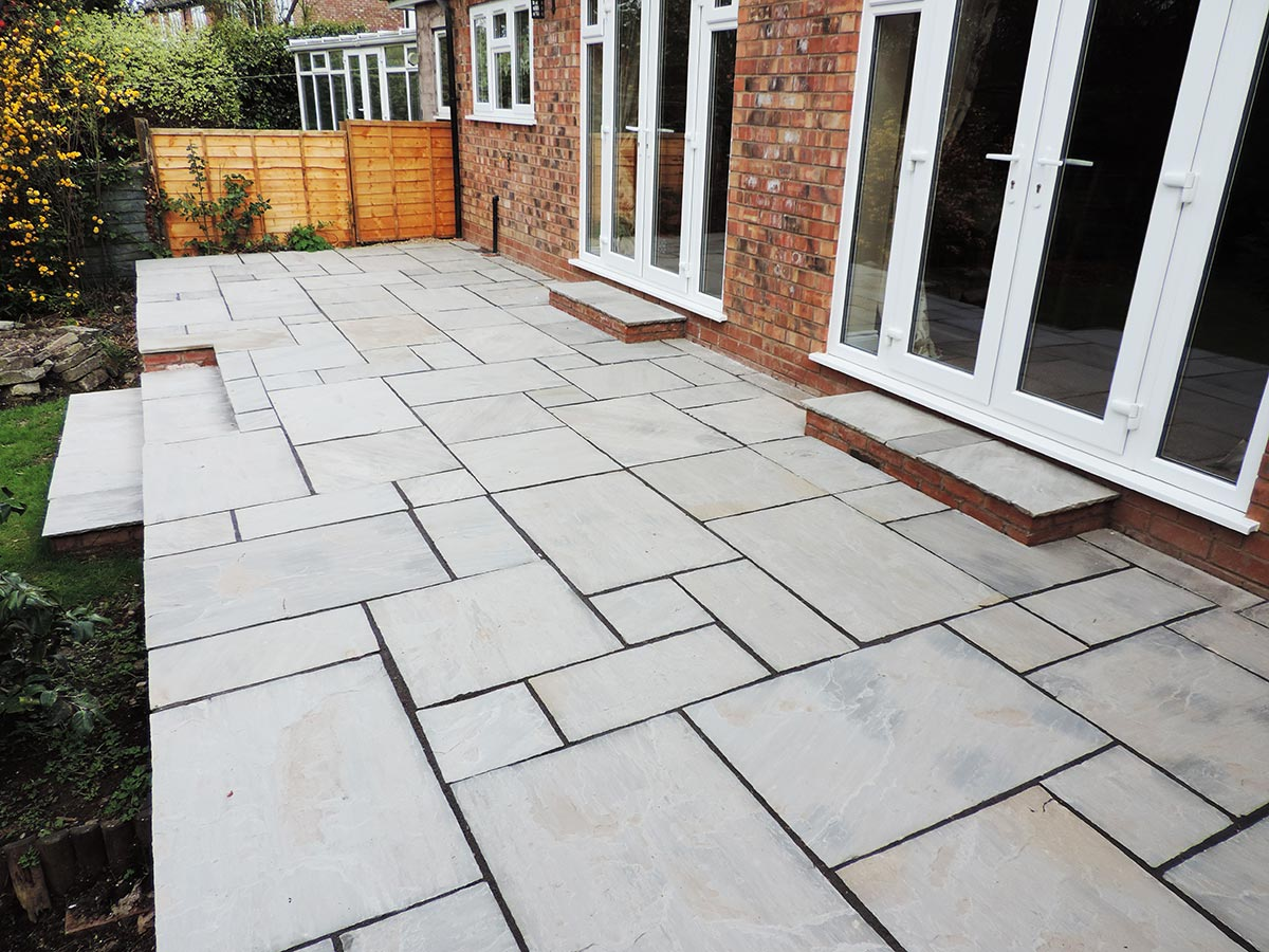 Oakley Drives Specialise In Bespoke Patio And Garden Paving Installations.  We Cover Birmingham And The Local Surrounding Areas, Including, Solihull,  ...
